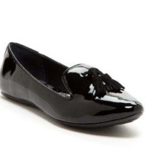 9.5 BORN Black Patent flat with tassels at the toe
